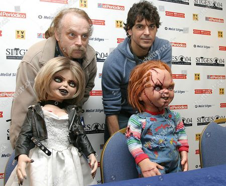 Director of the Film Don Manchini (r) and Brad Dourif (l) who Gives His Voice to Chucky in the Film Pose with Chucky and His Girlfriend Tiffany During the Presentation of Their Latest Film 'Seed of Chucky' the Fifth of This Well Known Terror Saga at the Sitges Film Festival on Saturday 04 December 2004 Spain Sitges