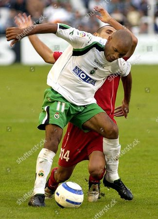 Real Zaragoza's Argentinian Leonardo Ponzio (background) Fights For the Ball with Racing De Santander's Uruguayan Mario Regueiro (front) During Their Spanish First Division Soccer Match at the El Sardinero Stadium in Santander Sunday 24 October 2004 Spain Santander