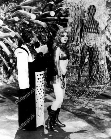 """JANE FONDA,MILO O'SHEA JOHN PHILLIP LAW FILMING """"BARBARELLA"""" IN ROME. 14/08/67"""