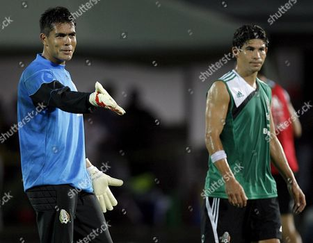 Mexican National Soccer Team Goal Keeper Oswaldo Sanchez (l) Gives Instructions While Accompanied by Defense Jonny Magallon During the Team's First Training Session For Copa America 25 June 2007 in Puerto La Cruz Venezuela the Copa Am?rica Will Start Tomorrow in San Cristobal with the Match Venezuela Vs Bolivia Venezuela Puerto La Cruz