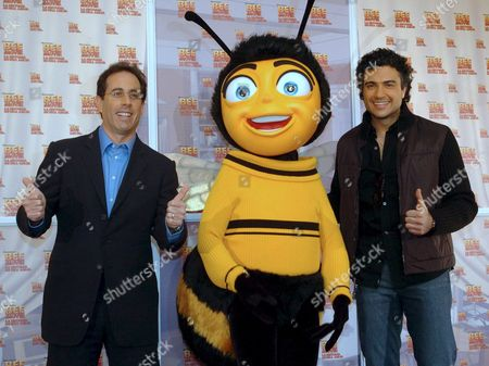 Us Actor Jerry Seinfield (l) and Mexican Actor Jaime Camil (r) Pose Next to a Character of the 'Bee Movie' During Its Premiere in Mexico City Mexico on 13 November 2007 Mexico Mexico City