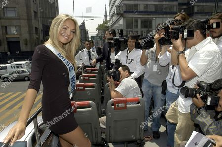 Tatana Kucharova From the Czech Republic and Miss World 2006 is Surrounded by Photographers As She Tours the Zocalo Square on a Tour Bus in Mexico City Mexico 13 June 2007 Mexico Mexico City