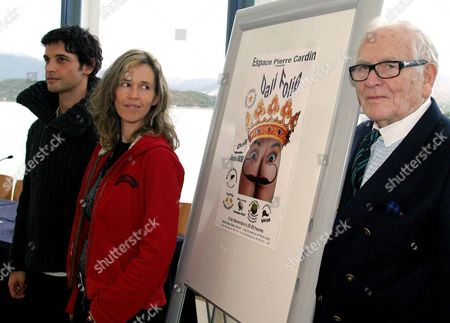 French Fashion Designer Pierre Cardin (r) Poses with Actor Stephane Roche (l) and Actress Sophie D?alezio (c) During the Presentation of a Musical Play About Salvador Dali's Life in the Town of Altea in the Southeastern Spanish Province of Alicante Friday 5 November 2004 the Play 'Dali Folies' ('dali's Madness') Premieres Next Saturday at the Palau Theatre in Altea Pierre Cardin was a Friend of the Spanish Artist Dali and is the Owner of the Theatre Company Performing the Play Spain Altea