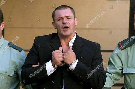 British National Tony Alexander King Leaves Malaga Courthouse in Handcuffs After Attending the Last Trial Session For the Murder of Sonia Carabantes in Malaga 31 October 2005 the Case was Adjourned For Sentencing After the Accused Used His Right to Say the Last Word Spain Mßlaga