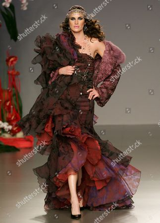 Spanish Model Madelaine Hjort Wears a Design by Francis Montesinos For the Fall-winter 2006-07 Season at the Cibeles Fashion Show in Madrid Monday 13 February 2006 Spain Madrid