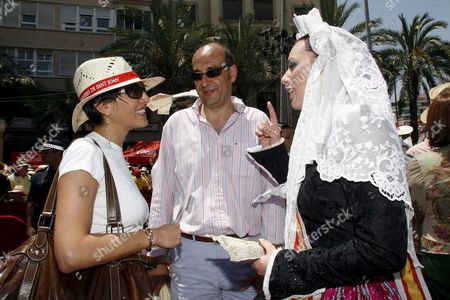 Italian Actress Caterina Murino (l) Chats with a Woman Dressed in Regional Costume During the San Juan (st John) Festival in Alicante Eastern Spain 24 June 2007 Suvari is in Alicante Shooting the Film 'Garden of Eden' Directed by British Film-maker John Irvin Spain Alicante