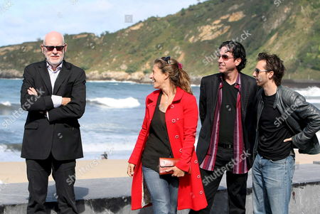 Stock Image of British Producer Franz Oz (l) Poses For Photographers with Scriptwriter Dean Craig (r) and Producers Laurence Malkin (2-r) and Diana Phillips Next to the Beach After the Screening of His New Film 'Death at a Funeral' at the 55 San Sebastian International Film Festival in San Sebastian Spain 27 September 2007 Spain San Sebastißn
