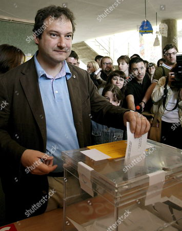 Barcelona's Mayor and Catalonian Socialist Party's Candidate For Re-election Jordi Hereu Casts His Ballot For Spanish Regional and Local Election at a Polling Station 27 May 2007 in Barcelona Catalonia Region Northeastern Spain Some 35 24 Million People Are Called to Vote in Spanish Regional and Local Election to Choose 8 111 Mayors 65 347 City Councillors and 13 Regional Presidents Spain Barcelona