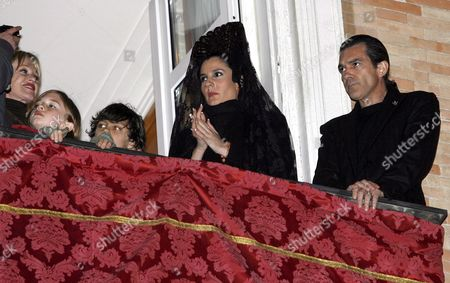 Spanish Artist Diana Navarro (c) Waits to Sing a Sacred Song in Flamenco Style From a Balcony Owned by Spanish Actor Antonio Banderas (r) As He His Wife Us Actress Melanie Griffith (l) and His Daughter Estela Del Carmen (2nd L) Look on During a Procession in Malaga City Southern Spain Wednesday 04 April 2007 Spain Malaga