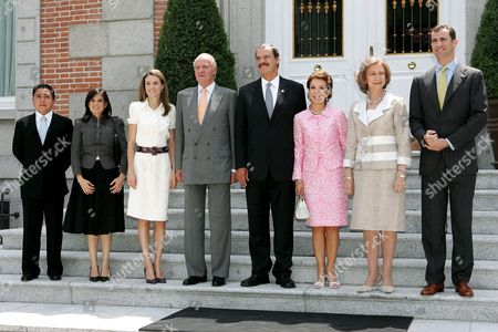 Stock Photo of Spain's King Juan Carlos (4th L) and Queen Sofia (2nd R) Pose with Prince Crown Felipe (r) and His Wife Princess Letizia (3rd L) Mexico's President Vicente Fox (4th R) and His Wife Marta Sahagun (3rd R) and Fox' Son Vicente (l) and His Wife Paulina Prior to Their Lunch at Zarzuela's Palace in Madrid Spain Wednesday 19 July 2006 Fox is on a Two-day Visit to Spain Spain Madrid