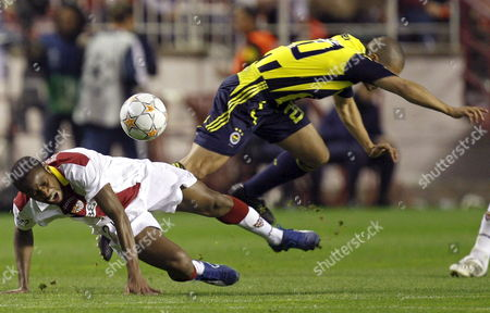 Sevilla Fc's Midfielder Seydou Keita (l) From Mali Fights For the Ball with Brazilian Defender Alex of Fenerbah?e During Their Champions League Soccer Match at Sanchez Pizjuan Stadium in Seville Andalusia Southern Spain 04 March 2008 Spain Sevilla
