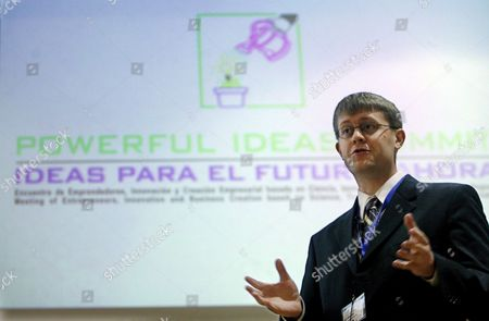 Us Student at Massachusetts Institute of Technology (mit) Carl Dietrich Gestures During the Press Conference at Valencia Polithecnician University in Valencia Eastern Spain Thursday 25 January 2007 During the Second Day of the Powerful Ideas Summit Spain Valencia