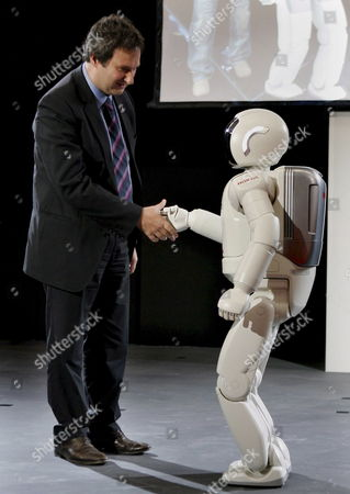 Jordi Hereu Mayor of Barcelona Shakes Hands with Humanoid Robot 'Asimo' in Barcelona Catalonia Northeastern Spain 27 September 2007 During Its Presentation For the First Time in Europe the 1 30 M Tall Robot is Capable of Running 6 Km Per Hour Even in a Zigzag Motion Spain Barcelona