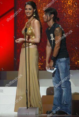 Miss Universe Dominican Amelia Vega (l) Flattered by Julio Iglesias Jr (r) During the Billboard Latino Awards at Miami Arena at Miami Florida Thursday 29 April 2004 United States Miami
