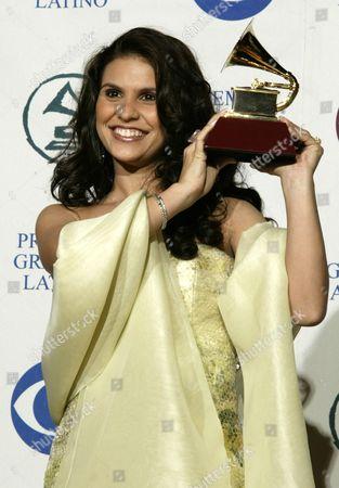 Aline Barros Received a Grammy For 'Best Christian Album (portuguese Album)' 'Fruto De Amor' at the 5th Annual Grammy Awards at the Shrine Auditorium Wednesday 01 September 2004 Efe/javier Cardona United States Los Angeles