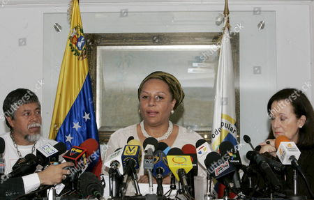 Colombian Congresswoman Piedad Cordoba (c) Next to Yolanda Pulecio (r) Mother of Farc Hostaged Colombian Former Presidential Candidate Ingrid Betancourt and Gustavo Moncayo Father of the Soldier Pablo Moncayo Talks at a Press Conference in Caracas Venezuela on 10 March 2008 About the 10 Proofs of Life of 10 Farc Hostages That She and the the Venezuelan Government Received Days Ago Venezuela Caracas