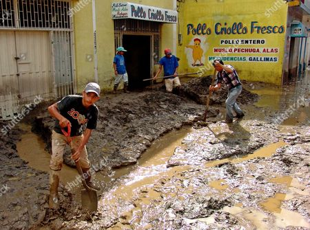 Santa Cruz De Mora Inhabitants Clean the Mud After Flooding Caused by Heavy Rains in Merida Region Venezuela Monday 14 February 2005 at Least 32 People Died and 52 Are Missing After a Flooding Affected All the Andean Area of Venezuela Said Venezuelan Home Secretary Jesse Chacon Venezuela Santa Cruz De Mora