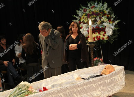 Ernesto Sabato's Son Mario Sabato (cl) and His Wife Mourn During the Writer's Wake in Buenos Aires Argentina on 30 April 2011 Argentine Writer and Intellectual Ernesto Sabato who Died on 30 April 2011 at the Age of 99 was Considered One of the Most Influential of Contemporary Argentinian Writers He Won International Acclaim with His Trilogy of Psychological Novels El Tunel (the Tunnel) As Well As Abaddon El Exterminador (the Angel of Darkness) and Sobre Heroes Y Tumbas (on Heroes and Tombs) Argentina Buenos Aires