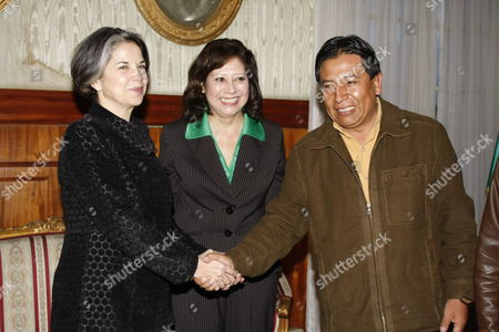 Us Secretary of State For Democracy and Global Affairs Mar?a Otero (l) Shakes Hands with Bolivian Foreign Affairs Minister David Choquehuanca (r) Next to Us Secretary of Labor Hilda L Solis (c) During a Meeting in La Paz Bolivia 21 January 2010 Solis Said That Us Government Wants to 'Push the Talks and the Cooperation' with Bolivia to Improve the Relations That Are Deteriorated Since 2008 Bolivia La Paz