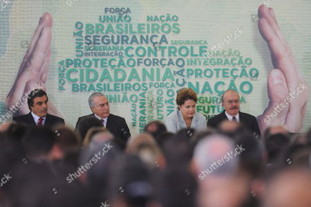 Brazilian President Dilma Rousseff (2-r) Minister of Justice Jose Eduardo Cardozo (l) Vice President Michel Temer (2-l) and Minister of Defense Nelson Jobim (r) Present the Plan of Border Security at Planalto Palace in Brasilia Brazil 08 June 2011 Brazil Brasilia