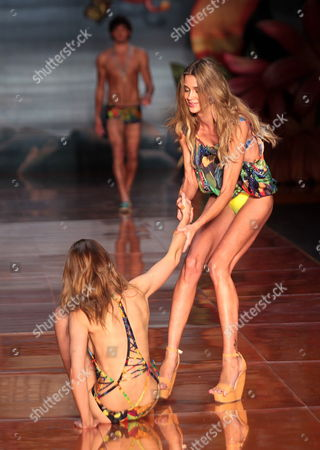Stock Image of Model Ana Claudia Michels (l) Falls and is Being Helped by Another Model During the Runway of Blue Man Creations During the Fashion Week of Rio in the City of Rio De Janeiro Brazil 01 June 2011 Brazil Rio De Janeiro