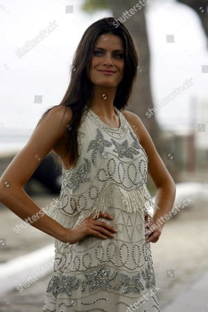 Model Isabelli Fontana Takes to the Catwalk to Present a Creation by Brazilian Designer Carlos Miele During the Claro Rio Summer in Rio De Janeiro Brazil 06 November 2008 Brazil Rio De Janeiro