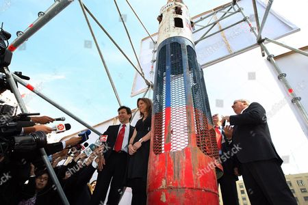 Chilean Mining Minister Laurence Golborne (l); Ena Von Baer (2l); and Health Minister Jaime Ma±alich (r) Participate in the Inauguration of the Exhibition of the 33 Chilean Miners Rescue Chamber Called 'Fenix 2' in Santiago De Chile Chile 19 October 2010 the Fenix 2 was Used to Rescue the 33 Miners That Were Trapped in a Collapsed Mine During 70 Days in Northern Chile and Will Be Exhibited Until Next 25 October 2010 in the Capital Chile Santiago De Chile