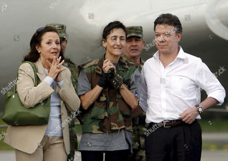 Colombian-french Former Presidencial Candidate Ingrid Betancourt (c) Next to Her Mother Yolanda Pulecio (l) and Colombian Minister of Defense Juan Manuel Santo Upon Her Arrival to the Militar Airport of Catam in Bogota Colombia on 02 July 2008 After Being Rescued by the Colombian Army in the Jungle of the Eastern Department of Guaviare After a Long Hostage by the Farc Guerrilla with Betancourt Also was Rescued the Three Us Citizens and Other 11 Colombian Military Troops Colombia Tolemaida