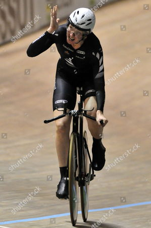 New Zealand Alison Shanks Reacts After Winning the Gold Medal in the Final of the Pursuit Racing During the Uci World Cup at Alcides Nieto Patino Velodrome in Cali Colombia 17 December 2010 Colombia Cali