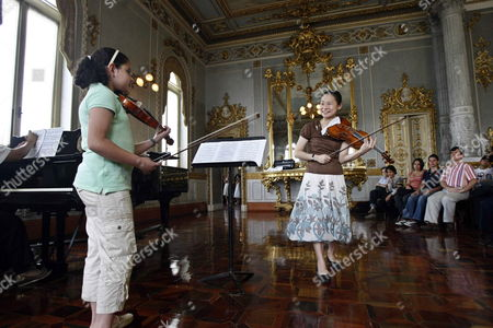 Stock Picture of The Master Violinist and United Nations Messenger of Peace Midori Goto Plays with a Young Musician During a Class She Gave to Students of the National Institute of Music of Costa Rica at the National Theater of San Jose Costa Rica 26 June 2009 It is the First Time That the Japanese Artist Based in Eeuu Visits Latin America Costa Rica San Jose