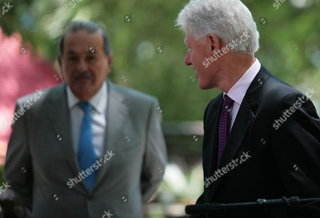 Un Special Envoy to Haiti Us Former Presidentbill Clinton (r) Speaks with Mexican Businessman Carlos Slim (l) During a Press Conference Before a Meeting of the Interim Commission For the Reconstruction of Haiti (cirh) in Port Au Prince Haiti 17 June 2010 Mexican Businessman Carlos Slim and Canadian Frank Giustra Will Contribute with 20 Millions of Dollars to a Fund Supporting Small Companies in Haiti Haiti Port Au Prince