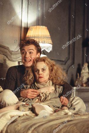 Jude Law (Michael), Lynsey Baxter (Madeleine)