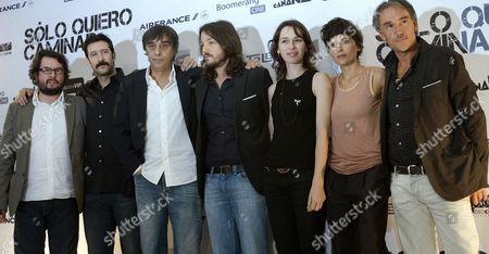 (l to R) Actors Pablo Cruz Jose Maria Yaspik Spanish Filmaker Agustin Diaz Yanes and Actors Diego Luna Ariadna Gil Elena Ayala and Jose Manu Lorenzo Pose During the Presentation of Their Film 'S?lo Quiero Caminar' (i Just Want to Walk) in Mexico City Mexico 17 August 2009 the Film is a Thriller Stared by Four Spanish Actress (ariadna Gil Elena Anaya Pilar L?pez De Ayala and Victoria Abril) and Two Mexican Actors (diego Luna and Jose Maria Yazpik) Mexico Mexico City