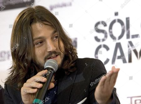 Mexican Actor Diego Luna Talks During the Presentation of the Film 'S?lo Quiero Caminar' (i Just Want to Walk) in Mexico City Mexico 17 August 2009 the Film Directed by Spanish Filmaker Agustin Diaz Yanes is a Thriller Stared by Four Spanish Actress (ariadna Gil Elena Anaya Pilar L?pez De Ayala and Victoria Abril) and Two Mexican Actors (diego Luna and Jose Maria Yazpik) Mexico Mexico City