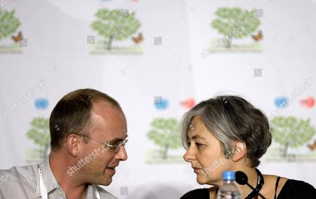 Eu Spokesman Peter Wittoeck (l) and Laurence Graff (r) who is a Member of Eu Climate Change Section Participate in a Press Conference During the Xvi United Nations Climate Change Conference in Cancun Mexico 02 December 2010 Mexico Cancun