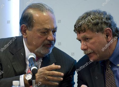 Stock Image of Mexican Tycoon Carlos Slim (l) Talks to Eric Lander (r) Chairman of the Us Broad Institute During a Press Conference in Mexico City Mexico on 19 January 2010 in Which Slim Announced That the Carso Health Institute Will Donate in Alliance with the Us Broad Institute and a Mexican Public Institution 65 Million Us Dollars in Order to Support Genomics Investigation Against Seven Types of Cancer Disease Diabetes and Kidney Insufficiency Mexico Mexico City