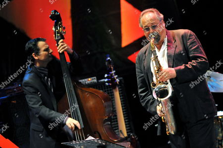 Us Musicians Joe Lovano (r) and John Patitucci (l) Perform During the 7th Edition of Panama Jazz Festival in Panama City Panama 14 January 2010 Panama Panama City