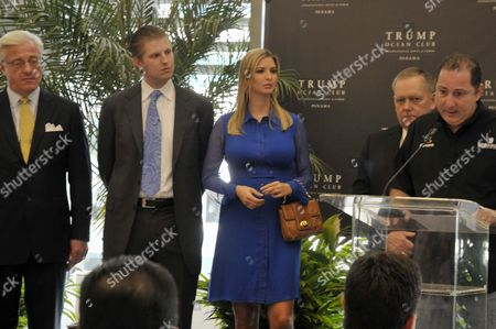 Foto de Panama Tourism Minister Saloh Shamah (r) Speaks During a Press Conference Joined by Us Multi-millionare Businessman Donald Trump Daugther Ivanka (c) and Son Eric Trump (2l) and Trump International Hotels Management Coo Jim Petrus (l) Panama Panama City