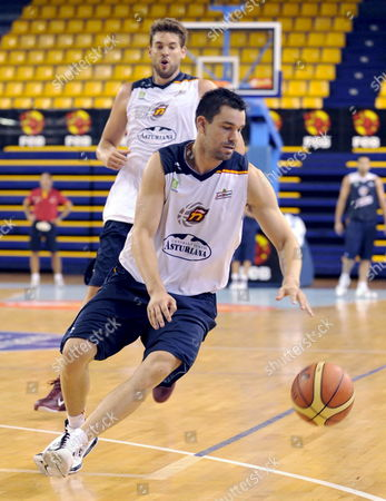 Spanish Pivot Marc Gasol (l) and Scort Rafa Martinez Play with the Ball During a Spain's Basketball Team Training Session in Las Palmas De Gran Canaria Canary Islands Spain 22 July 2010 Spain's Basketball Team is Preparing the Basketball World Cup Turkey 2010 Spain Las Palmas De Gran Canaria