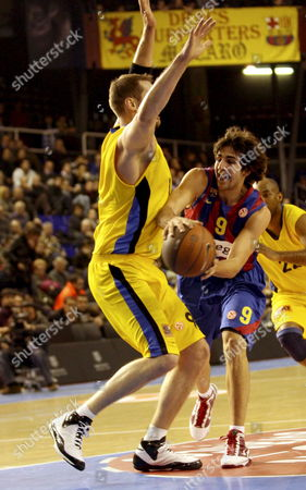 Regal F C Barcelona's Point Guard Ricky Rubio (r) and Maroussi's Us Power Forward Jared Homan (l) Vie For the Ball During Their Top 16 Euroleague Match at the Palau Blaugrana in Barcelona Northeastern Spain on 28 January 2010 Spain Barcelona