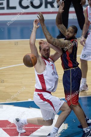 Tau Ceramica's Us Will Mcdonald (r) Fights For the Ball with Arvydas Macijauskas of Olympiakos Piraeus During Their Euroleague Basketball Match at Buesa Arena Pavilion in Vitoria Basque Country Northern Spain 12 March 2009 Spain Vitoria