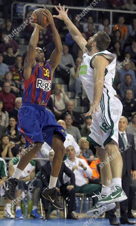 Fc Barcelona's Player Alan Anderson (l) Vies For the Ball with Kostas Kaimakoglou (r) of Panathinaikos During Their Euroleague Quarter Finals Basketball Match at Palay Blaugrana Pavillion in Barcelona Catalonia Northeastern Spain 22 March 2011 Spain Barcelona