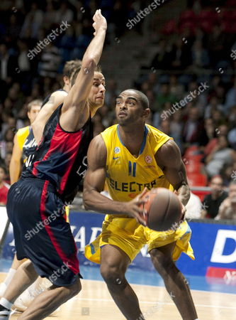Maccabi Tel Aviv?s Alan Anderson (r) Tries to Score in Presence of Caja Laboral Baskonia?s Carl English (l) During Their Euroleague Basketball Match Played at the Buesa Arena in Vitoria Spain on 29 October 2009 Spain Vitoria