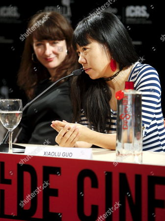 Chinese Film Director Xiaolu Guo (r) and British Producer Natasha Dack During a Press Conference at the Seville Festival of European Cinema in Seville Andalusia Southern Spain 09 November 2009 Gou and Dack Presented Their Last Film Entiled 'She a Chinese' the Film Will Compete in the Official Section of the Festival the Festival Will Run Until 14 November 2009 Spain Seville