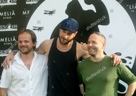 British Director Tom Shankland (l-r) Us Director Paul Solet and Us Director Simon Fellows Pose For the Media During the Presentation of Their Films at the Sitges International Film Festival 05 October 2009 in Sitges Catalonia Spain the Film Festival Runs Until 12 October Spain Sitges
