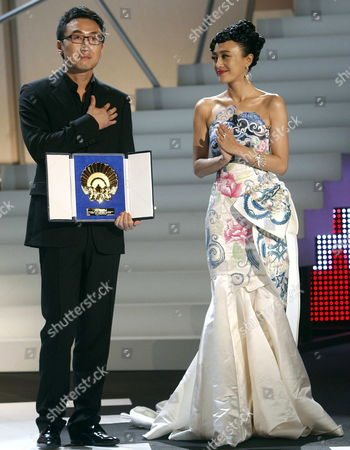 Chinese Film Maker Lu Chuan (l) and Chinese Actress Qin Lan Acknowledge the Applauds After Being Awarded with the Golden Shell For the Best Film For Their Movie 'City of Life and Death' at the San Sebastißn International Film Festival Awarding Ceremony in San Sebastian City Northern Spain 26 September 2009 Spain San Sebastian