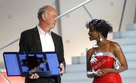 Belgian Film Director Philippe Van Leeuw and Rwandan Actress Ruth Keza Nirere Pose After Being Awarded with the Silver Shell For New Film Directors For the Film 'Le Jour O· Dieu Est Parti En Voyage' at the San Sebastißn Internacional Film Festival Awarding Ceremony in San Sebastian Northern Spain 26 September 2009 Spain San Sebastian