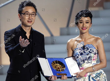 Chinese Film Maker Lu Chuan (l) and Chinese Actress Qin Lan Pose After Being Awarded with the Golden Shell For the Best Film For Their Movie 'City of Life and Death' at the San Sebastißn International Film Festival Awarding Ceremony in San Sebastian City Northern Spain 26 September 2009 Spain San Sebastian