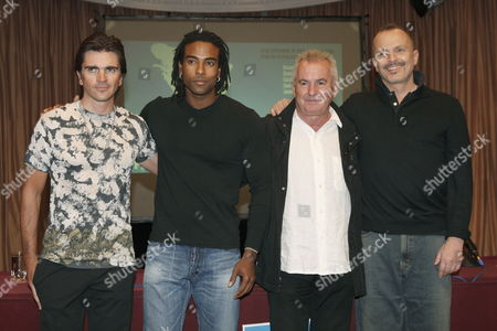 (l-r) Musicians Colombian Juanes Cuban Yotuel Romero From Music Group 'Orishas' and Spaniards Victor Manuel and Miguel Bose Pose For Photographers As They Present the Second Concert 'Peace Without Borders' Which is Organized by Colombian Singer Juanes in Madrid Spain 17 September 2009 Juanes and 14 Other Music Groups and Singers Will Perform at the Controversial Concert Which Will Be Given Next 20 September at Havana's Revolution Square Several Members of Cuban Opposition Movement Living in Usa Have Criticized the Concert As They Believe the Concert Ignores the Situation of Cuban Political Prisoners the Human Rights and the Lack of Civil Liberties in Cuba Spain Madrid
