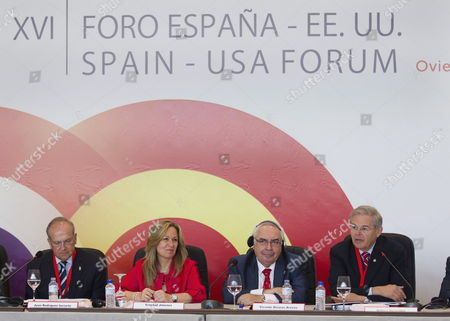 Spanish' Foreign Affairs Minister Trinidad Jimenez (2l) Us Senator From New Jersey Robert Menendez (r) Principado Asturias' Regional President Vicente Alvarez Areces (2r) and Spain-eeuu Council Foundation Juan Rodriguez Inciarte (l) Attend on the Ocassion of the 16? Spain-eeuu Forum Held in Ovierdo Asturias Northern Spain 04 June 2011 the Event Running From 03 to 05 June Gathers Together Over a Hundred Businessmen and Politicians From the Us and Spain Spain Oviedo